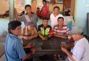 Babinsa Komsos Dengan Masyarakat Desa Mbetung Terkait Bahaya Narkoba dan Poskamling