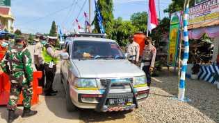 Babinsa Koramil 09/LB Bantu Polsek Mardingding Jaga Pos Penyekatan Antisipasi Mudik Lebaran
