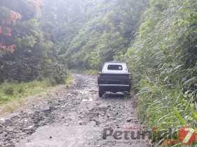 Rusak dan Berlubang, Akses Jalan Alternatif dari Panamaken ke Medan Butuh Perbaikan