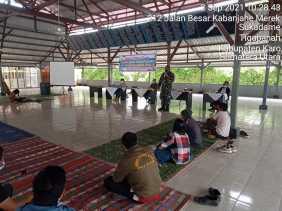 Danramil 02/TP Hadiri Sosialisasi Dan Edukasi Covid-19 Di Desa Lambar