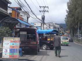 Pedagang Berjualan di Badan Jalan Kota Berastagi, Begini Tanggapan Kadishub Karo