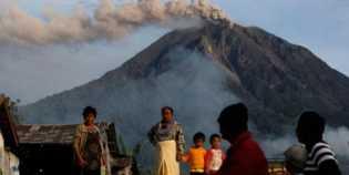 Malam Ini, Gunung Sinabung Erupsi 3 Kali Berturut-turut