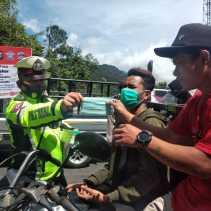Polres Tanah Karo Gelar Ops Patuh Toba 2021 dan Bagikan Masker