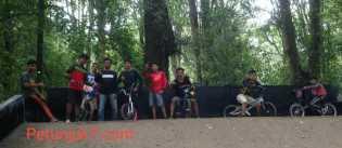 Asosiasi BMX Indonesia Lakukan Atraksi Sirkuit di Tahura Sekaligus Cari Bibit Atlet BMX di Tanah Kar