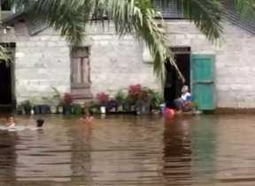 Pemprov Riau Tambah Bantuan Logistik ke Korban Banjir di Indragiri Hulu