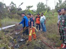 Ini Reaksi Lurah Sei Sibam, Polisi, TNI dan Manggala Agni Saat Lahan Masyarakat Terbakar