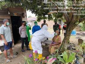 Babinsa Koramil 06/MT dan Bhabinkamtibmas Dampingi Warganya Lakukan Tracing dan Test Swab Antigen
