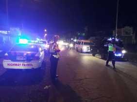 Satlantas Polres Tanah Karo Atur Lalin dan Tegur Pengendara Pelanggar di Jalan Jamin Ginting
