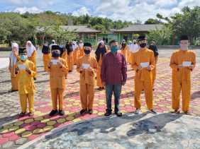 SMPN 2 Singkep Salurkan Zakat Profesi Kepada 61 Orang siswa/ i Kurang Mampu