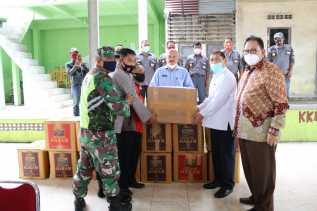 Didampingi Bupati Karo, Ketua DPRD Sumut Bantu Masker ke Warga se - Kecamatan Namanteran