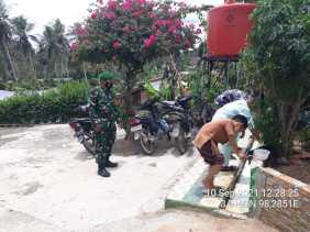 Cegah Penyebaran Covid-19 Babinsa Koramil 07/JH Monitoring Shalat Jumat di Masjid Mbetung