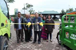 Gerakan Lingkungan Bersih, Bupati Karo Resmikan Kendaraan Operasional Kebersihan DLH