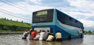 Jawa Timur: 10 Pompa Dikerahkan Untuk Sedot Banjir di Porong