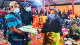 Paket Sembako Tahap ll Oleh Panitia Pos Masuk Kawasan Desa Wisata Semangat Gunung Kepada Masyarakat