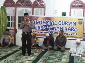 Usai Salat Isya bersama Masyarakat, Kapolsekta Berastagi Safari Khatam Alquran di Masjid Alkaromah
