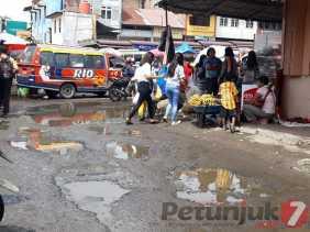 Potret Kota Wisata Berastagi: Cerita Warga Soal Jalan Rusak di Kawasan Terminal dan Kadishub Karo