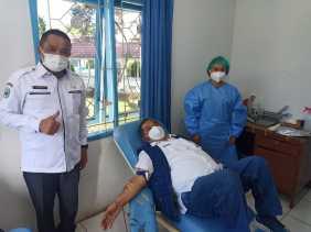 Sekdakab Karo Ajak ASN dan Jurnalis Mendonorkan Darah