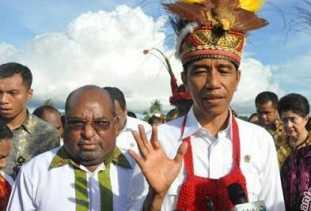 Presiden Jokowi Dapat Gelar Panglima Perang Suku Asmat