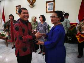 Pemkab Karo Terima Penghargaan Anugerah Parahita Ekapraya dari Wapres RI