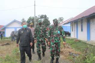 Didampingi Dansatgas dan Bupati Karo, Danrem 023/KS Tinjau Desa yang Terdampak Erupsi Sinabung