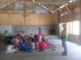 Serda Suryanto Pantau Ibadah Gereja di Desa Tiganderket, Danramil 05/Payung: Kewajiban Babinsa