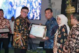 Wako Pelanbaru Raih Penghargaan Prestasi Kinerja Tertinggi Peringkat 4