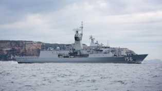 Angkatan Laut China Menantang Tiga Kapal Perang Australia