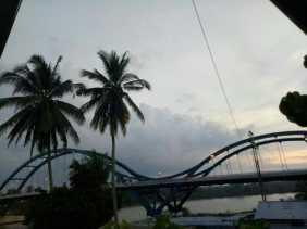 Minggu, Jembatan WFC di Bangkinang Dikunjungi Warga