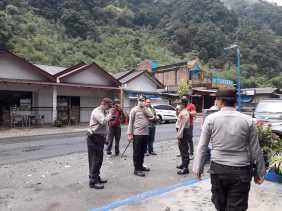 Cek Kesiapan Pos Terpadu Covid-19 di Doulu, Kapolres Karo Beri Semangat Petugas dan Ajak Berdoa