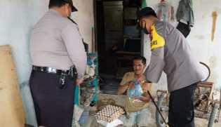 Door to Door, Polres Karo Bagikan Paket Sembako Kepada Warga Kurang Mampu di Kabanjahe