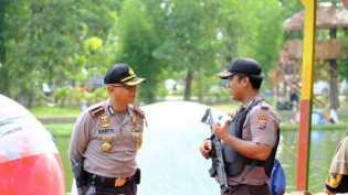 Polresta Pekanbaru Back Up Pam Rapat Pleno Rekapitulasi Suara Pilgub Tingkat Provinsi