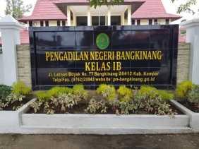 1 Tahun Jabatan Bupati Kampar: Seorang Wakil Rakyat Layangkan Gugatan, Ada Apa?...