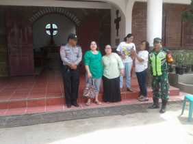 Paskah, Bhabinkamtibmas - Babinsa Gelar Pengamanan Kamtibmas di Gereja Katolik Desa Tiga Binanga