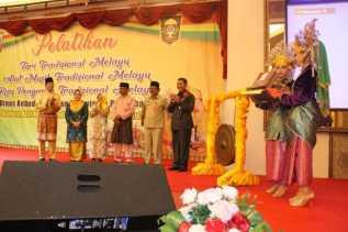 Disbudpar Pekanbaru Bersama LAMR Gelar Pelatihan Tari Musik Tradisional dan Rias Pengantin