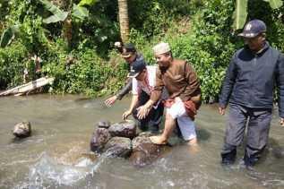 Jawa Barat: Batu Bersusun di Sungai Cibojong Dirobohkan Sebelum Berujung Kemusyrikan