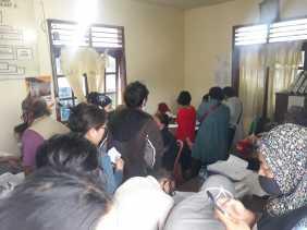 Besok Terakhir, Warga Tampak Ramai Urus Pendaftaran BLT -  UMKM di  Kelurahan TL Mulgap II Berastagi