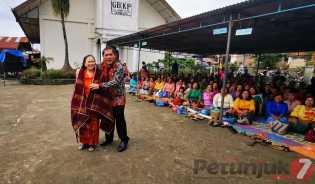 Jemaat Beli Kain Jongkit Bupati Karo Seharga 7juta Untuk Renovasi GBKP Katepul Klasis