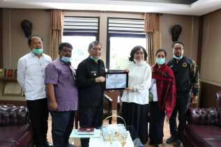 Bupati Karo Terima Penghargaan Gubsu Atas Kerjasama dan Dukungan Terhadap Jaring Pengaman Sosial