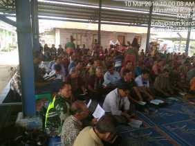 Bersinergi, Babinsa bersama Anggota Polsek Munthe Jaga Ibadah GBKP Barung Kersap