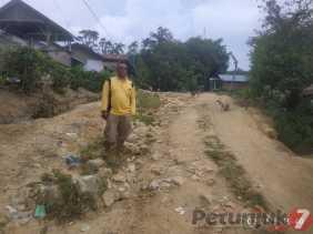 Cerita Kades Kempawa Soal Akses Jalan di Desanya Rusak Parah dan Kebutuhan Pertanian