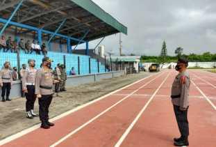 Kapolres Pimpin Apel Kesiapan dan Pergeseran Pasukan Dalam Rangka Pengamanan Pilkada di Karo