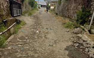 Warga Minta Perhatian Serius Pemkab Karo Perbaiki Akses Jalan  Rusak Parah di Desa Jaranguda