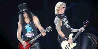 Konser Guns N Roses di Gelora Bung Karno, 'Hadiahkan' Microfon Untuk Penonton