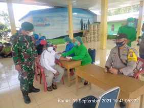 Babinsa Koramil 04/SE Pantau Kegiatan Vaksinasi Warga Desa Sirumbia