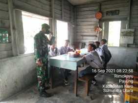 Babinsa Koramil 05/PY Himbau Siswa SMA N Tiganderket Patuhi Protokol Kesehatan