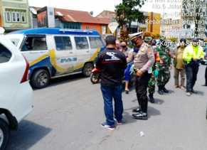 PJTK Bersama TNI - Polri Bagikan Masker Gratis ke Sopir Angkutan dan Pengendara R2 di Berastagi