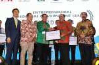 Wali Kota Pekanbaru, Dr. H. Firdaus, ST, MT kembali Dinobatkan sebagai Wali Kota Entreprenuer