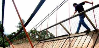 1 Orang Kritis, 11 Warga Luka - luka: Jembatan Gantung di Cianjur Putus