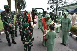 Tarian Karo Menyambut Kasdam Di Kodim 0205/TK Dan 125/Si'Mbisa