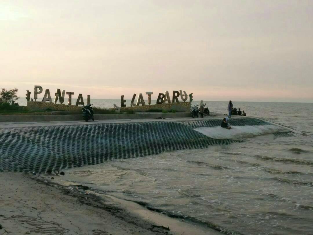 Liburan, Pengunjung di Pantai Selatbaru Kian Ramai